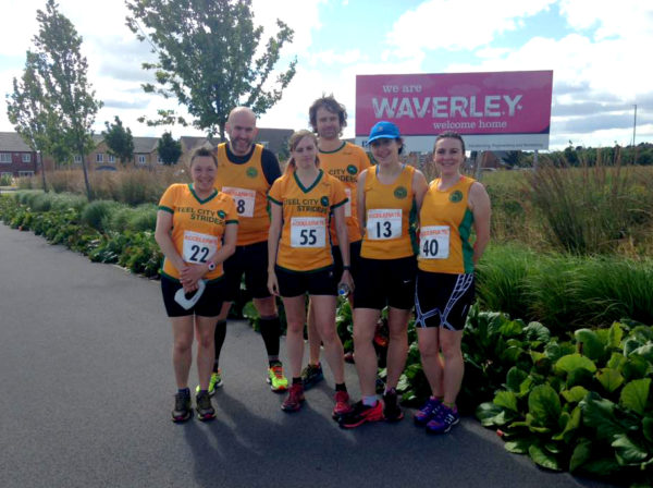 Striders gathering for a pre-race photo at the Waverley start line